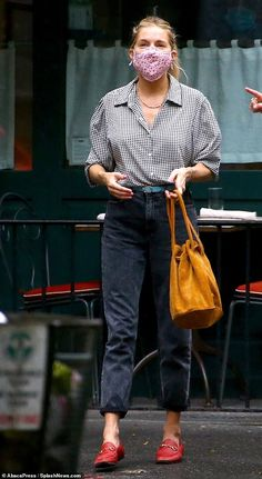 Sienna Miller Style, Houndstooth Shirt, Gucci Loafers, Gucci Shoes, Looks Jeans, Fashion Over 40, Looks Cool, Everyday Outfits, Jeans Style