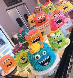"The White Flower Cake Shoppe on Instagram: ""It's #buttercream monster season baby! Tag a friend who would love to share one of these with you!!🎃 #whiteflowercakeshoppe #instacake…"""