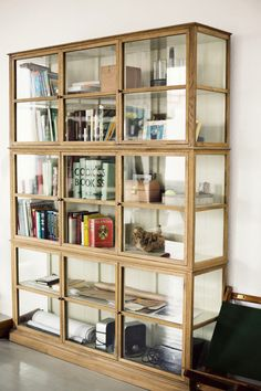 stunning glass bookcase via courtney klein, annstreetstudio Glass Bookcase, Glass Shelves, Glass Cabinets, Cupboards, Wall Shelves, Vaisseliers Vintage, Home Furniture, Furniture Design, Furniture Cleaning