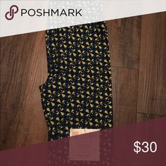 Lularoe OS Fluer de Lis Leggings BNWT Navy leggings with a yellow/lime Fluer de Lis and white accents. One size leggings fit women size 0 to 12. Buttery soft. Will ship within 24 hours of purchase. LuLaRoe Pants Leggings