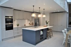 40 Where To Find Contemporary Grey Kitchen 25 - homevignette Open Plan Kitchen Dining Living, Open Plan Kitchen Diner, Living Room Kitchen, Home Decor Kitchen, Interior Design Kitchen, New Kitchen, Home Kitchens, Kitchen Ideas, Modern Shaker Kitchen