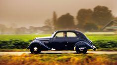 Eine Zeitreise mit dem Peugeot 302.