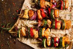 no Sunne oppskrifter på grillmat - Nutrilett.no Sunne oppskrifter på grillmat - Nutrilett.no Sunne oppskrifter på grillmat - Nutrilett. Grilled Chicken Kabobs, Chicken Skewers, Bbq Chicken, Chicken Recipes, Barbecue Recipes, Wine Recipes, Whole Food Recipes, Cooking Recipes, Healthy Recipes