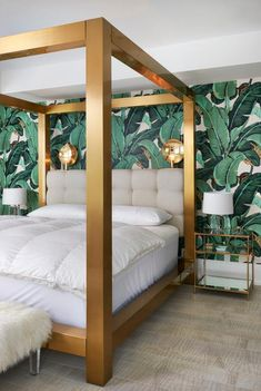Unique Inspirations: The Best Mid-Century Bedroom Design Ideas for Your Mid-Century Modern Interior Tropical Bedrooms, Tropical Home Decor, Tropical Furniture, Tropical Interior, Modern Tropical, Tropical Colors, Tropical Master Bedroom, Tropical Kitchen, Gold Bed