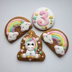 15 Amazing Royal Icing Sugar Cookie Designs Looking in from the outside, just wishing that one day she might have the steady hand and the finesse to be able to pull of beautiful designs such as this. Cookies For Kids, Baby Cookies, Iced Cookies, Birthday Cookies, Fun Cookies, Cupcake Cookies, Birthday Cupcakes, Royal Icing Sugar, Sugar Cookie Icing