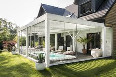 Whatever the weather, thanks to windows you can take a swim at all times! #camargue #renson #pergola #terracecover #terracecovering #outdoor #outdoorlife