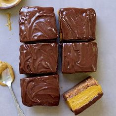 No bake pumpkin bars recipe which is healthy, vegan, gluten-free, paleo-friendly + refined sugar-free. Made of whole foods only. No baking skills required!