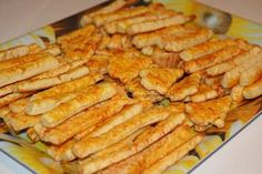 Saratele cu cascaval Romanian Food, Bread Rolls, Carrots, Food And Drink, Healthy Eating, Meat, Vegetables, Cooking, Quesadillas