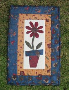 Raw edge and machine applique. Machine quilted. Made by Daisychain Quilter.
