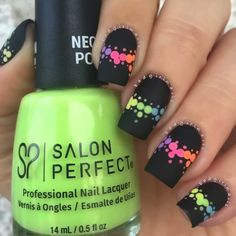 Black acrilyc nails with colors - Uñas negras con diseños de colores