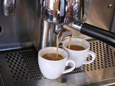 Geniale Erfindung für die Gastronomie: Kaffee per SMS bestellen - Start für Textpresso - Video bei HOTELIER TV: www.hoteliertv.net