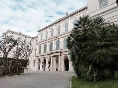 """Der Palazzo Barberini. Hier residierte Audrey Hepburn als Prinzessin in """"Ein Herz und eine Krone"""". Mario, Audrey Hepburn, Dom, Palazzo, Louvre, Building, Travel, De Chirico, Italian Art"""