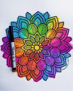 ¿ cuales son sus colores favoritos ? 🎨 _ _ _ _ #paulazart #mandala #zentangle #zentangleart #arte #art #arteconvale #fondo #dibujo… Mandala Art Lesson, Mandala Doodle, Doodle Art, Dot Painting, Fabric Painting, Mandela Drawing, Sharpie Art, Sharpies, Mandala Coloring