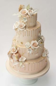Move over 'naked' cake designs, it's all about the drip wedding cakes for check out these stunning must-have cake designs. Beautiful Wedding Cakes, Gorgeous Cakes, Pretty Cakes, Amazing Cakes, Wedding Cake Decorations, Wedding Cake Designs, Cake Wedding, Butterfly Wedding Cake, Drip Cakes