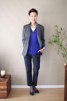 ビビッドなブルーでメリハリを!60代コーデ♪スタイル・ファッションの参考