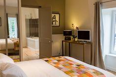 B&B - Bed and breakfast, Villa Saint Raphael, Saint Malo, Spa bath bedroom. Villa, Bed And Breakfast, Spa, Bath, Bedroom, Storage, Furniture, Home Decor, Walls