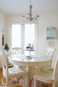 A Pocketful of Blue: Christmas In Our Dining Nook