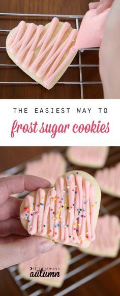 the easiest way to frost sugar cookies Great tip! You can frost a whole batch of sugar cookies in no time with this simple method (and all you need is a plastic sandwich bag! Click through for tips and the best sugar cookie recipe ever! Canned Frosting, Frosting Recipes, Icing Recipe, Soft Sugar Cookies, Yummy Cookies, Easy Sugar Cookie Frosting, Cream Cheese Cookie Frosting, Best Soft Sugar Cookie Recipe Ever, Frosting For Sugar Cookies
