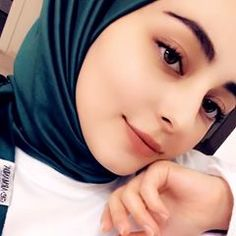 Hijabi Girl, Girl Hijab, Hijab Outfit, Arab Girls Hijab, Muslim Girls, Arabic Makeup, Muslim Beauty, Beautiful Muslim Women, Girly Pictures