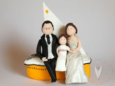 Segelboot Familie Segel  Brautpaar Tortenfigur für die Hochzeitstorte - Hochzeitstortenfigur - Weddingcake - Caketopper - Weddingcaketopper - Tortendeko - Hochzeitsideen - Weddingideas von www.tortenfiguren.at