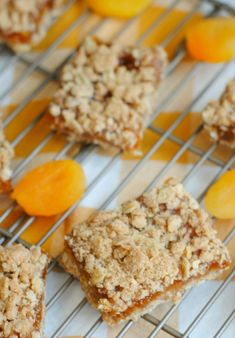 Apricot Oatmeal Crumble Bars - Mom Endeavors Oatmeal Cookie Bars, Oat Bars, Vegan Desserts, Easy Desserts, Vegan Recipes, Oat Squares Recipe, Apricot Bars, Quick Healthy Snacks, Simple Dessert