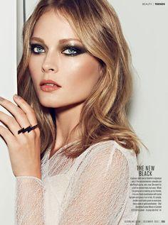 Makeup look: smokey eye, neutral lip, 70s style.