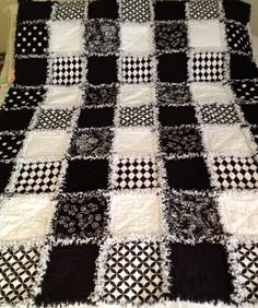 The Bold Graphic Black and White Rag Quilt is the most popular rag quilts that I made - ZeedleBeez Baby Rag Quilts, Flannel Rag Quilts, Bandana Quilt, Denim Quilts, Lap Quilts, Colchas Quilting, Quilting Projects, Quilting Designs, Quilting Ideas