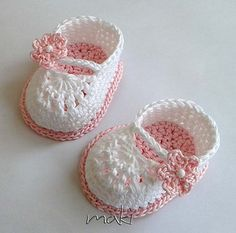 Crochet Child Booties (four) Title: 'Crocheting : FREE crochet sample Mini booties Crochet Baby Booties Supply : Name: 'Crocheting : FREE crochet pattern Mini booties.Ravelry: Mini booties pattern by Maja MasarWe have a Mary Jane Crochet Booties Vide Crochet Baby Sandals, Booties Crochet, Baby Girl Crochet, Crochet Baby Clothes, Crochet Shoes, Crochet For Kids, Knit Baby Shoes, Crochet Slippers, Crochet Baby Blanket Beginner