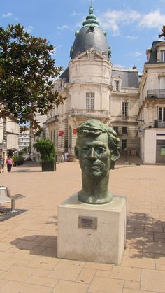 Hergé, Angouleme. http://www.fasthotel.com/poitou-charentes/hotel-angouleme