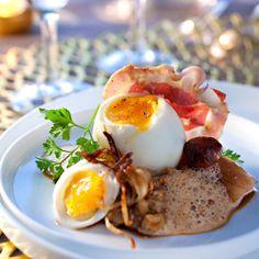 Le chef béarnais Yves Camdeborde nous a concocté un repas de Noël original et plein de caractère. En entrée, il vous propose un œuf mollet aux cèpes et...