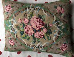 Mezzopunto grande cuscino cuscino tradizionale floreale ricamato a mano