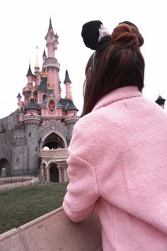 Is Disneyland just for the kids? No, of course not. Find out how to have just as much fun, at Disneyland, as an adult, by Rosa Fairfield (Oh! Ducky Darling) #travel #explore #adventure #paris #disneyland