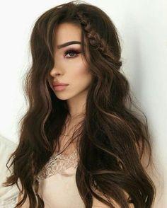 ¿Estás en búsqueda del peinado de graduación perfecto? En este artículo te damos algunas ideas.   peinado de graduación suelto   graduación peinados cabello largo   #graduación #peinados