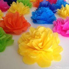 DIY - fleurs en papier de soie, par @com2filles How To Make Paper Flowers, Diy Flowers, Origami, Marie Claire, Dyi Decorations, 2nd Birth, Diy Fleur, Jungle Flowers, Fleurs Diy