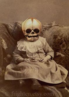 Vintage Halloween Photos, Halloween Pictures, Halloween Ideas, Victorian Halloween, Halloween Tricks, Vintage Photos, Halloween Party, Halloween Costumes, Creepy Art
