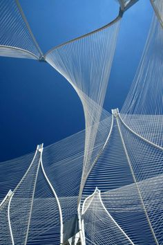 Windshape is 2-8m high pavilions that a vine-like structural network of white plastic pipes, joined together and stretched apart by aluminum collars, 50km of white polypropylene string  threaded through the lattice to create swaying enclosures