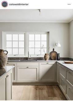Nordic Kitchen, Home Decor Kitchen, Kitchen Interior, New Kitchen, Island Kitchen, Modern Shaker Kitchen, Kitchen Pantries, Kitchen Grey, Kitchen Corner