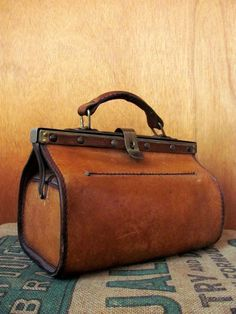 1000+ ideas about Vintage Leather Bags on Pinterest | Leather Bags ...