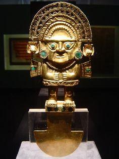 Estatuas de dioses incas.- La representación más famosa era la del dios Sol que se conservaba en el interior del Coricancha, conocida con el nombre de Punchau. Tenía apariencia humana y estaba totalmente hecha de oro. En una cavidad situada en la parte del vientre se conservaban los corazones de los reyes incas, reducidos a polvo.