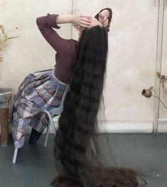 VIDEO - Longer than floor length hair [4K]