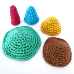 The crocheted cone has a lot of applications, especially for Amigurumis. Because of its easy way to adjust the cone ... Read more...