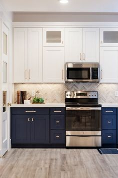 Trends Ideas for two-tone kitchen cabinets for 2019 Ideas for two-tone kitchen cabinets … – White N Black Kitchen Cabinets Two Tone Kitchen Cabinets, Kitchen Cabinets Decor, Kitchen Cabinet Colors, Painting Kitchen Cabinets, Kitchen Redo, Home Decor Kitchen, Kitchen Interior, Home Kitchens, Navy Cabinets