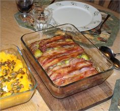 Farsfad med rosenkål, bacon og hasselnødder – Dalsgaard i Skivholme Good Food, Yummy Food, Savory Tart, Bacon, Lchf, Meal Prep, Side Dishes, Food And Drink, Low Carb