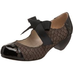 9c7b68f058c2 Amazon.com  ALL BLACK Women s Fish Bow Mary Jane Pump  Shoes Black Court