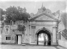 Binnenzijde van fort Oranje te Ternate Unknown date Unity In Diversity, Dutch East Indies, Old Fort, Military Service, Portuguese, Reign, Louvre, Island, Forts