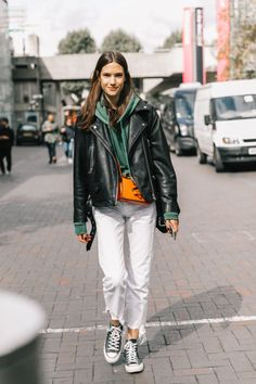 Street Style trends : Photo - #StreetStyle https://youfashion.net/trends/street-style/street-style-photo-905/