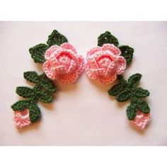 grandmascats :: Crochet PINK ROSE Flowers With Leaves and Rose Bud Appliques Embellishment Set of 4 Crochet Leaf Patterns, Crochet Motif, Crochet Designs, Rose Patterns, Applique Patterns, Crochet Puff Flower, Knitted Flowers, Crochet Roses, Crochet Crafts