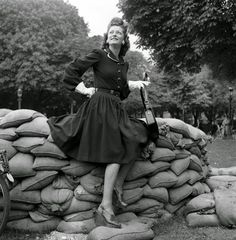 vintage everyday: Beautiful Fashion in Post-Liberation Paris, 1944