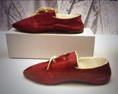Men's red shoes, possibly for seaside wear, 1790, British Library