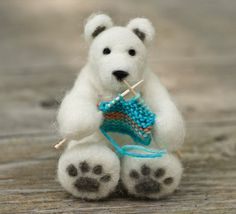 Polar Bear knitting..awww